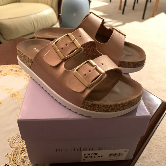 Madden Girl Shoes   Goldie Footbed